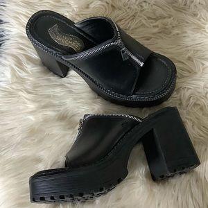 Y2K vintage Skechers chunky platform heel sandals